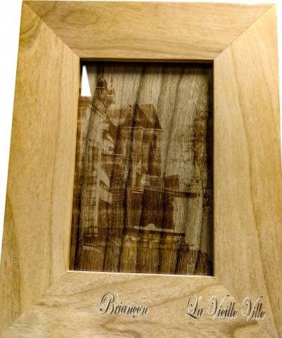 Gravure personnalisée sur bois du Vieux briançon