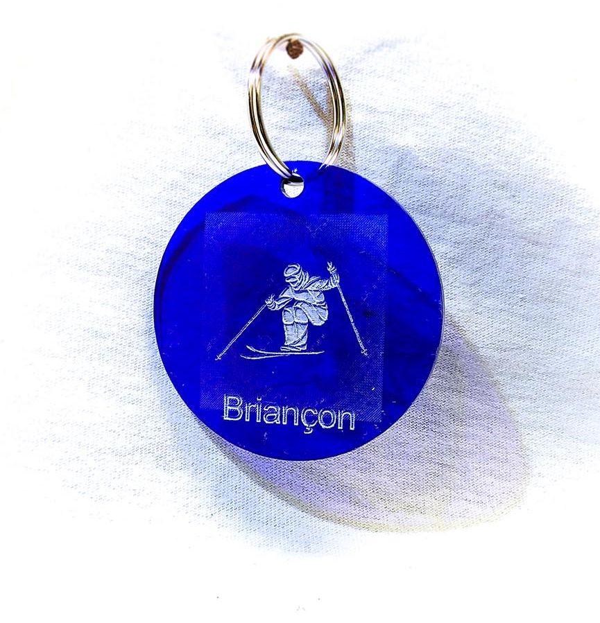 Porte-clé personnalisé plastique Serre-Chevalier Briançon skieur bleu