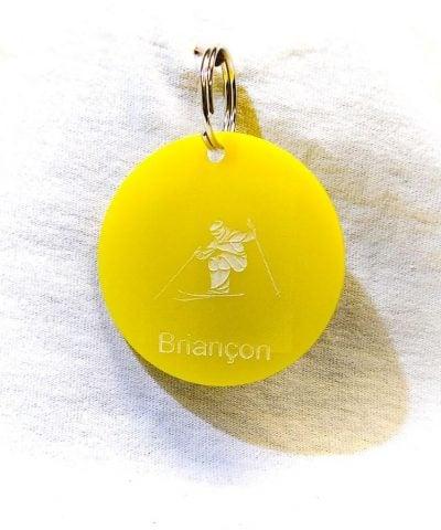 Porte-clé personnalisé plastique Serre-Chevalier Briançon skieur jaune