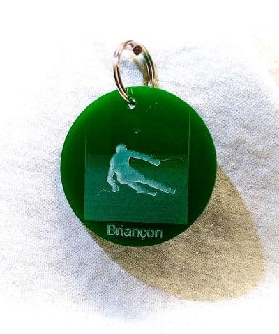 Porte-clé personnalisé plastique Serre-Chevalier Briançon skieur vert