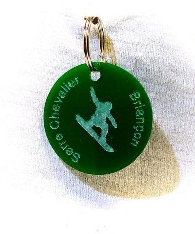 Porte-clé personnalisé plastique Serre-Chevalier Briançon snowboarder vert