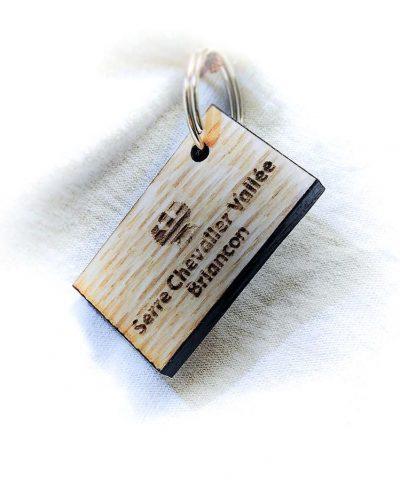 """Porte-clé rectangle personnalisé bois """"Serre-Chevalier Vallée Briançon"""""""